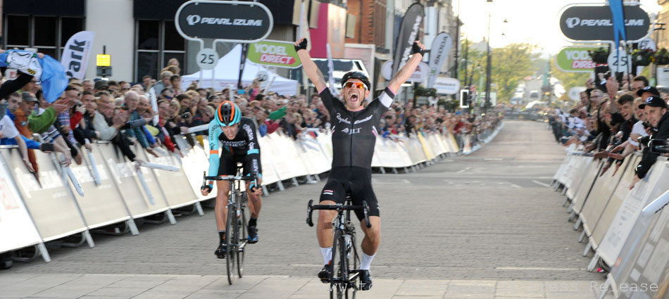 www.tourseries.co.uk - Graham Briggs claims the race victory in Barrow, Round Two!