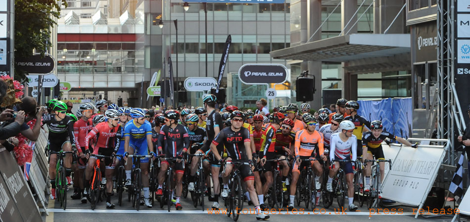 Start-line Round Eight, Canary Wharf, Tour Series 2014