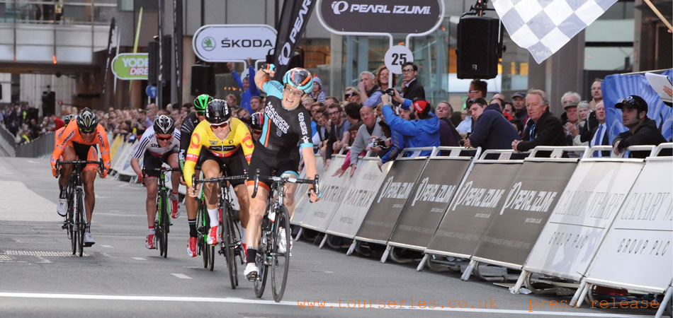 Sprint Finish for Madison Genesis's Tobyn Horton, Tour Series 2014, Canary Wharf