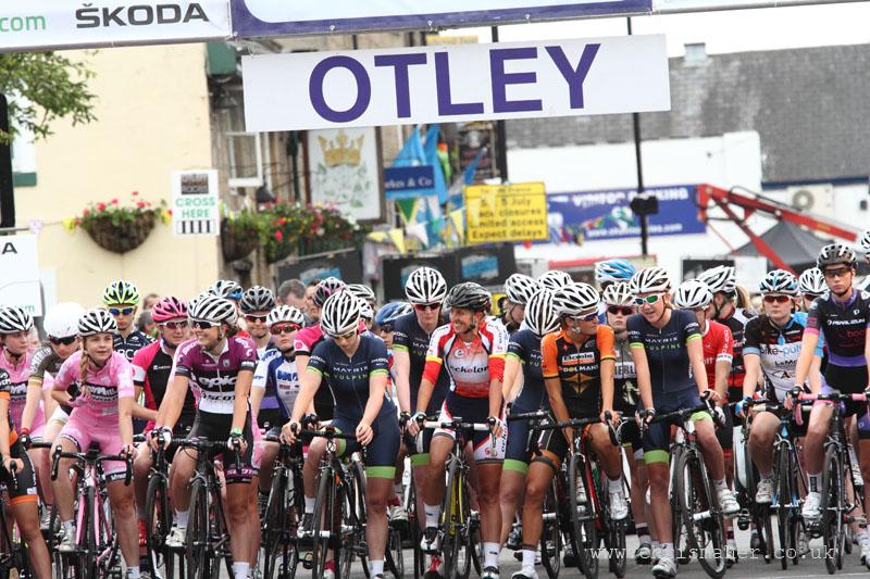 Start line for the Pinsent Masons Women's Otley Grand Prix 2014