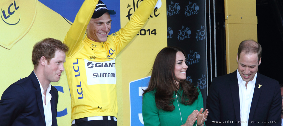 The Duchess of Cambridge presents the first Yellow Jersey to Marcel Kittel, Giant Shimano...