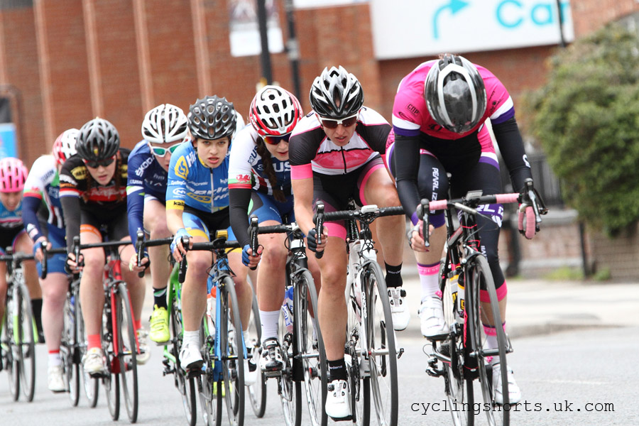 Dame Sarah Storey heads the race, 2 laps to go!