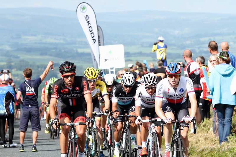 Ian Bibby on the Bleara Moor KoM, R-L Petr Vakoc, Peter Kennaugh, Fernando Gaviria & Steven Kruijswilk