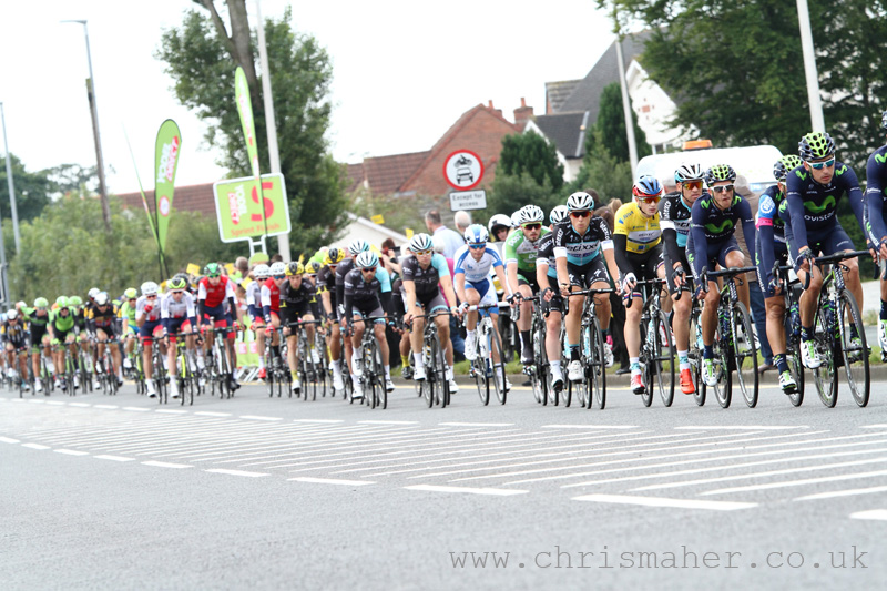 Peloton passes the 2nd YodelDirect Sprint at Carlisle, Stage 3 Aviva Tour