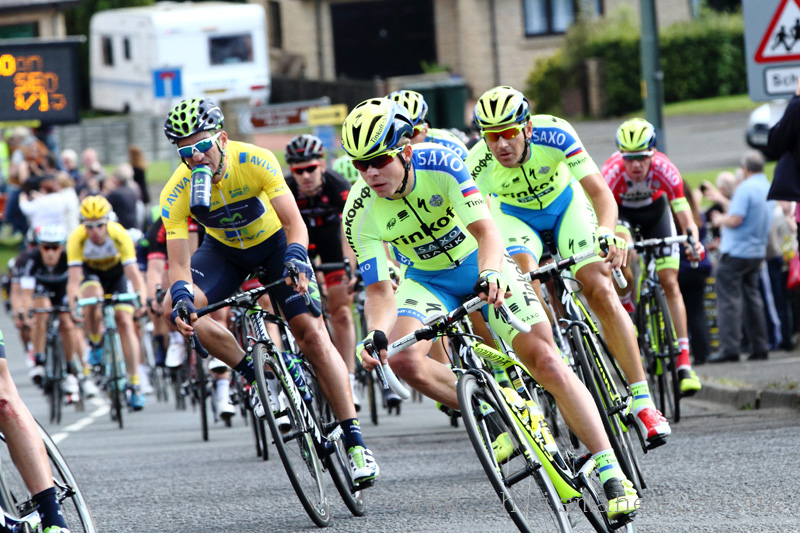 Aviva Tour of Britain 2015 Yellow Jersey group through Greenside...
