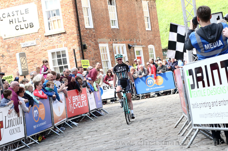 Solo Victory for Drop Cycling's Alice Barnes... Women's Lincoln GP 2016
