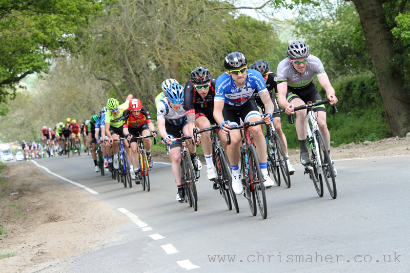 Motorpoint Spring Cup Lincoln GP Peloton stringing out on lap six.