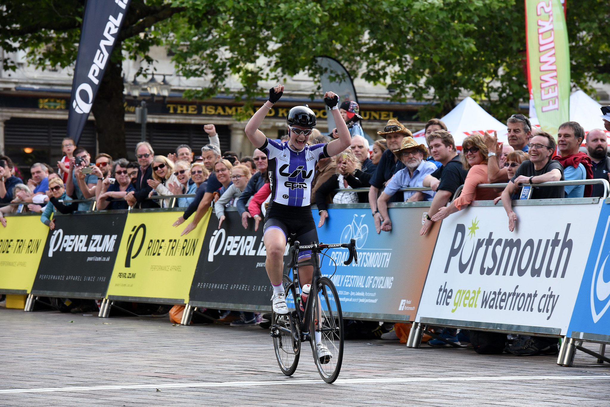 © Tour Series 2016 Jessica Roberts wins on the night.