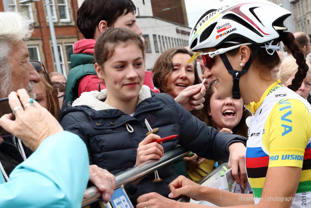 Aviva Women's Tour 2016 | Stage 4 Nottingham to Stoke-on-Trent Lizzie signing autographs pre race start...